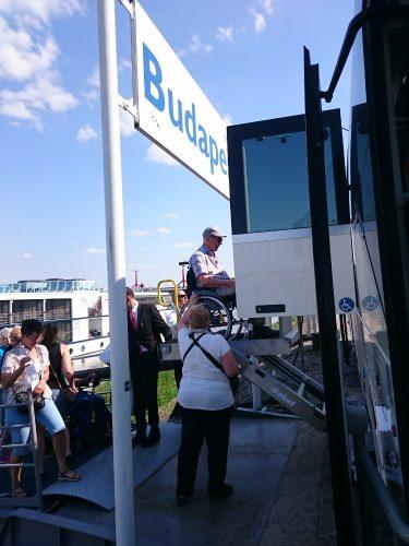 barrierefreier Reisebus mit Lift