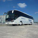 Reisebus mit Rollstuhllift
